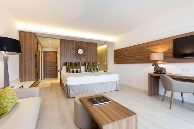 ¿Cuál es el mejor hotel cinco estrellas de Mendoza?